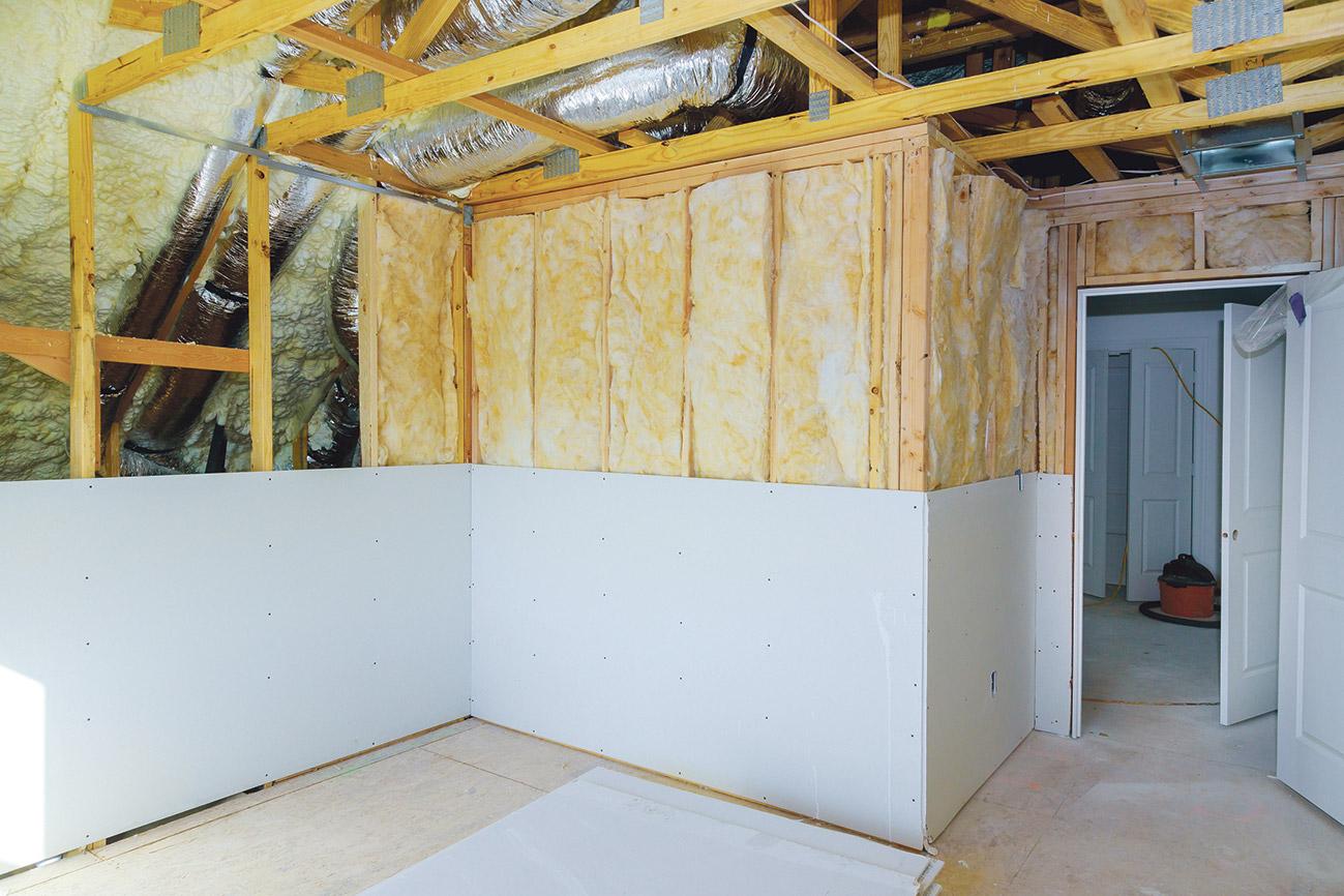 Wände einer Wohnung mit Dämmmaterial