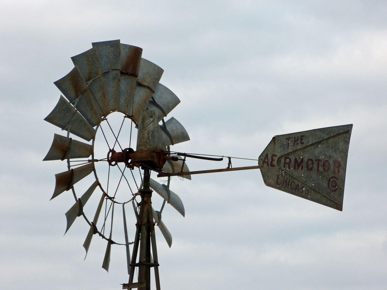Eine Windmühle zum Generieren von Strom. Das Energie-Quartiersmanagement ist im Kommen