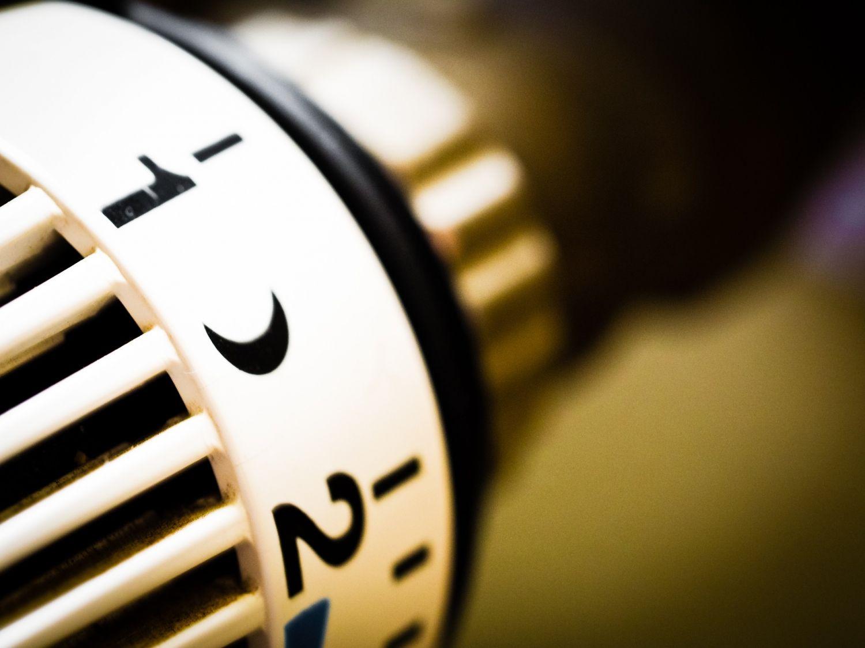 Detail eines Thermostats. Mit schlauen Lösungen lässt sich viel Energie sparen