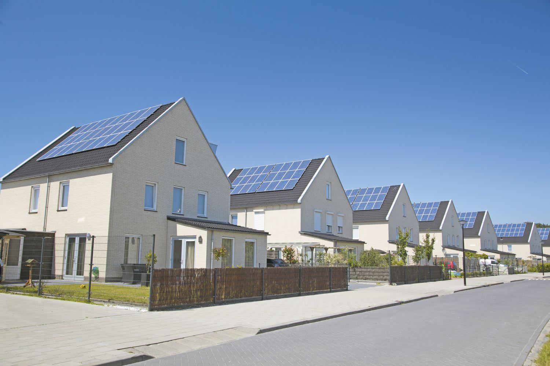 Solaranlagen auf Einzelhausdächern. Thema dezentrale Energieerzeugung