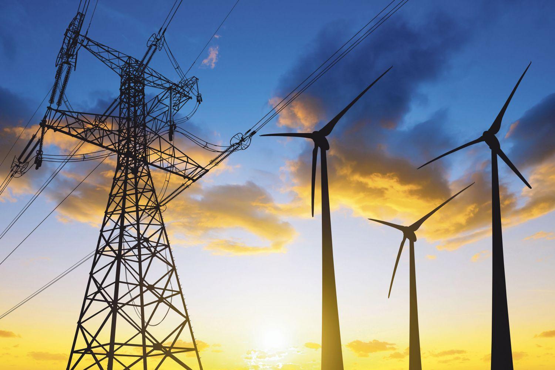 Strommasten im Sonnenuntergang. Die Nord-Süd-Trasse bedeutet einen starken Eingriff in die Natur